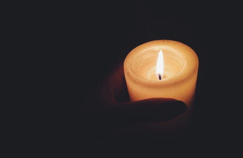 La notte era scura ma quando accendevo la luce, la luce era più vera
